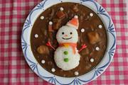 クリスマスに♪雪だるまサンタのデコカレーの写真