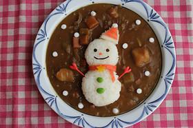 クリスマスに♪雪だるまサンタのデコカレー