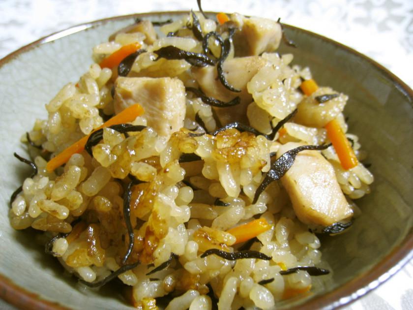 簡単で旨い✿芽ひじきと鶏肉の炊き込みご飯