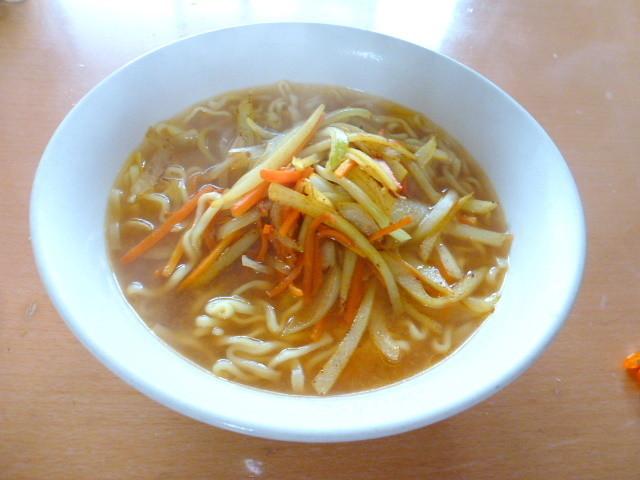 野菜たっぷりなカレー味噌ラーメン
