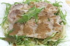 蒸しキャベツと豚肉のホットサラダ