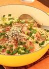 正麺味噌味で、カリカリ豚のせ煮込み担担鍋