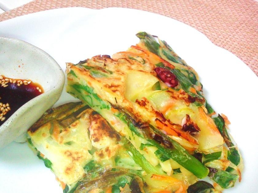 韓国風の海鮮チヂミ(たれ付き)
