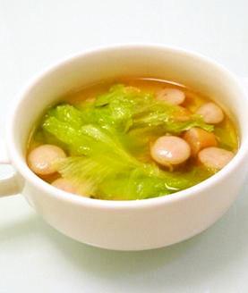 レタスとウインナーのスープ