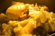 ベーコンと大根と白菜と舞茸のコンソメ塩煮