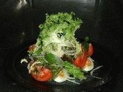 トマトと卵のサラダの写真