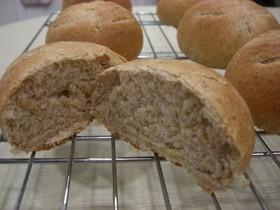 石臼挽きライ麦全粒粉で作るライ麦パン