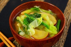 キャベツ・ほうれん草・さつまいもの味噌汁