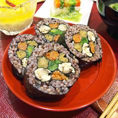 お祝いやパーティにかわいい花の巻き寿司