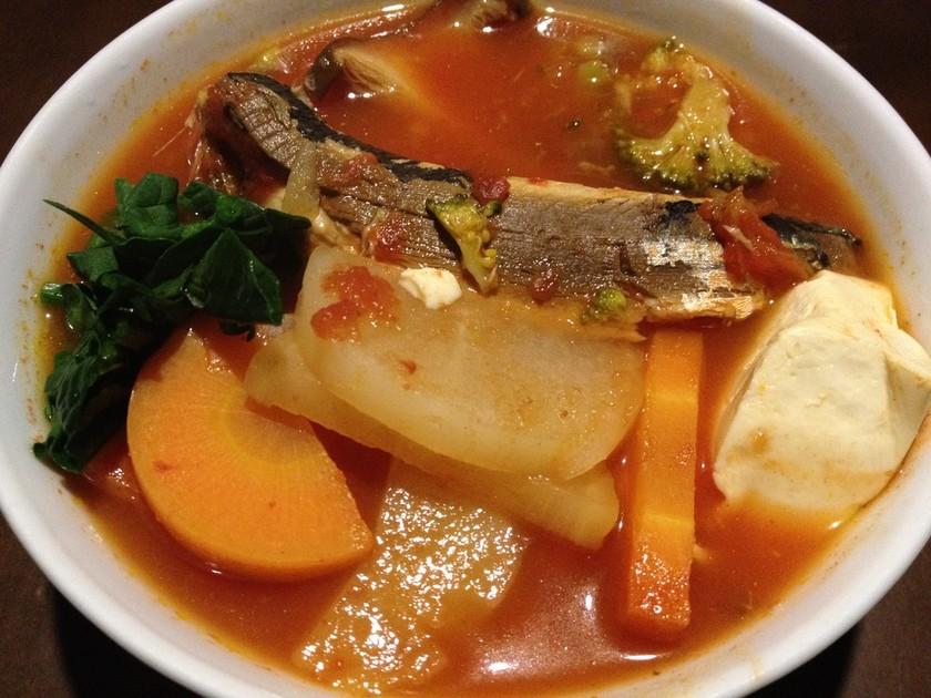イワシと豆腐、大根のトマトスープ