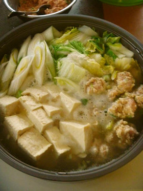 白菜と豆腐と肉団子の中華だしの塩鍋