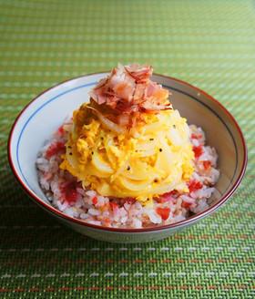 ふわり✿梅おかかご飯の新玉葱の炒り卵のせ