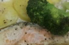 簡単!鮭のホイル焼き(生クリームソース)