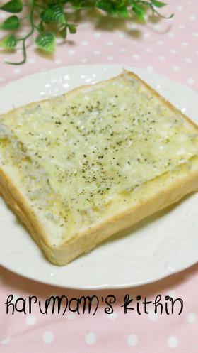 オリーブオイルdeしらすトースト*