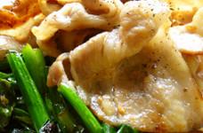 塩麹で豚ロースとほうれん草の炒め物