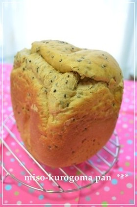 HB早焼きで簡単もっちり黒ごま味噌パン♪