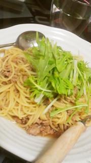 豚ひき肉と水菜のピリ辛和風パスタの写真