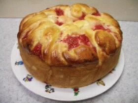 イチゴ畑のロールパン
