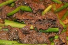 牛肉とアスパラのピリ辛味噌炒め
