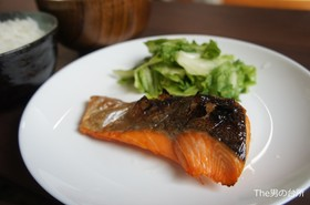 The男の台所:塩麹で漬けた旨鮭焼き