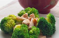 【塩麹】鶏むね肉とブロッコリーの炒め物