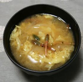 土筆と玉葱のかき玉味噌汁
