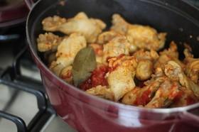 骨付き鶏のトマトマッシュ煮
