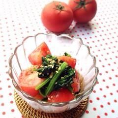 角切りトマトとほうれん草のゴマ酢和え