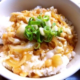 簡単&節約ランチ★天かすの玉子丼
