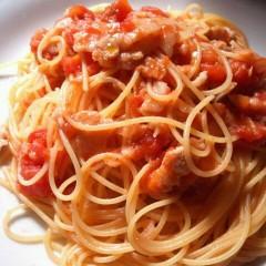 豚バラ肉と長葱を使ったトマトソースパスタ