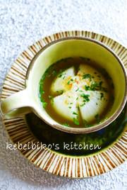 まるごと新玉ねぎを蒸してスープ仕立ての写真