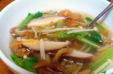 丸鶏スープのみで簡単キノコスープ♪