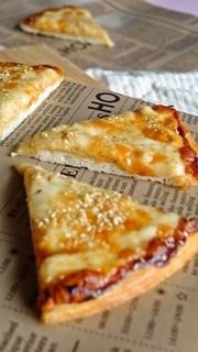 胡麻たっぷりマヨ醤油ピザの写真