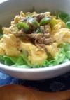 甘辛シーチキンと塩麹いり卵の麦ご飯朝丼