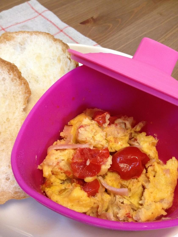 ミニトマトの簡単レンジスクランブルエッグ