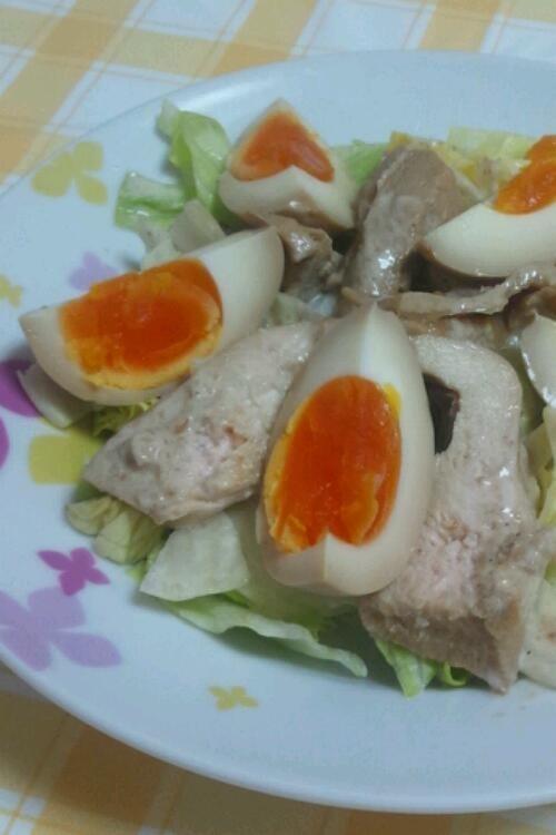 簡単アレンジ☆鶏チャーシューと煮卵サラダ