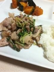 水菜と豚肉の炒めものの写真