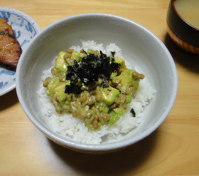 【塩麹】アボカド納豆丼