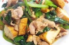 生揚げと豚肉と小松菜のピリ辛炒め