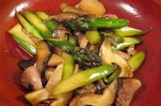 鶏肉とアスパラとキノコのヨシダソース炒め