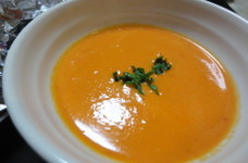 赤パプリカと新玉ねぎのスープ