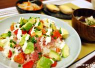 マグロとアボカドでポキ寿司