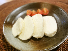 モッツアレラチーズの塩麹漬け