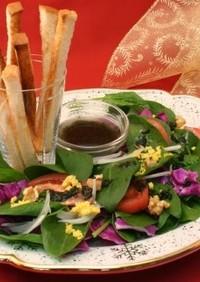 彩り野菜とパンのサラダ