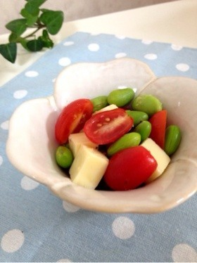 ❀お弁当の彩に❀トマト枝豆チーズサラダ
