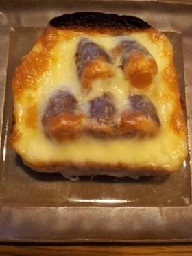 お菓子のたけのこの里を使ったトースト。
