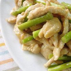 鶏胸肉とニンニクの芽の柔らか炒め。