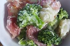 生ハムとじゃがいもとブロッコリーのサラダ
