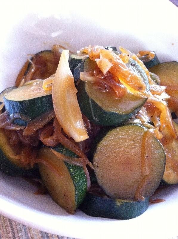 【菜食】ズッキーニと玉ねぎの万能醤油炒め