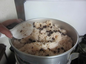 ほんのり塩気☆甘納豆の甘口赤飯@函館